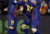 Quà giáng sinh sớm cho Barca, Real gục ngã
