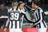 Juventus ung dung vào tứ kết Champions League