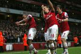 Arsenal tiễn Wigan xuống Giải Hạng nhất Anh