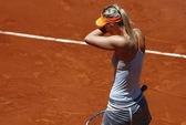 Đương kim vô địch Sharapova rút lui ở tứ kết