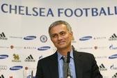 """250 phóng viên """"quay"""" HLV Mourinho ở buổi họp báo tái ra mắt"""