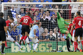 Man City thua tan tác ở Cardiff, Tottenham lại thắng nhờ phạt đền