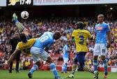 Arsenal chật vật cầm hòa 2-2 với Napoli
