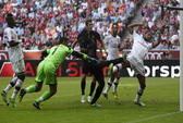 Man City nghiền nát Milan, Bayern Munich thắng nhàn