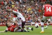 Arsenal mất người, đại bại ngày ra quân