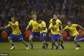 Đương kim vô địch Swansea mất ngôi, Arsenal vào gặp Chelsea