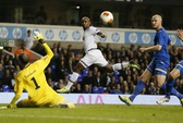 Thắng Valencia 3-0, Swansea gây sốc ở Mestalla