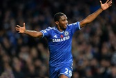 Chelsea thoát hiểm phút bù giờ tại Stamford Bridge