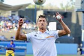 Xem siêu sao Ronaldo chơi bóng chày bằng chân