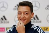 Ozil: Tôi hạnh phúc với Arsenal dù chưa sẵn sàng hát về nó
