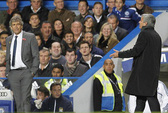 """""""Chướng mắt"""" với Mourinho, Pellegrini không thèm bắt tay sau trận"""