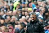 Ông Mourinho sẽ đẩy một tiền đạo sau trận thua sốc Newcastle