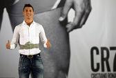 Ra mắt đồ lót CR7, Ronaldo quyết cạnh tranh với Beckham