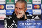 """HLV Mourinho tự xuống tóc và trở thành """"người dũng cảm"""""""
