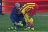 Neymar thay giày giữa trận: Điềm xấu cho Barca?