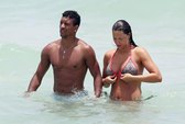 """Mùa hè: Mùa sao bóng đá """"khoe"""" vợ, người yêu trên biển"""