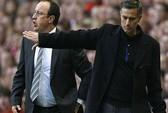 HLV Benitez mỉa mai Mourinho, nhưng sắp mất Cavani về tay Chelsea
