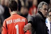 """Casillas từng khóc vì bị HLV Mourinho """"đày"""" trên ghế dự bị"""