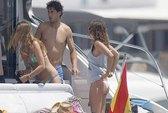 Nadal giải sầu bên người đẹp sau cú sốc Wimbledon