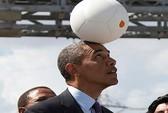 Tổng thống Obama chơi với quả bóng sinh ra điện