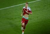 Tụt quần ăn mừng, Bendtner lãnh án phạt