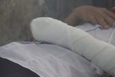 Quảng Ngãi: Nữ sinh cắt cổ tay phản đối cô giáo