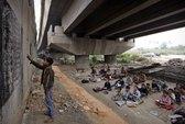 Cảm động lớp học dưới gầm cầu New Delhi