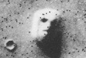 """""""Mặt người"""" bí ẩn trong vũ trụ"""