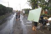 Triều cường đánh sập 3 căn nhà ở Phú Yên