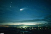 Sao chổi sáng hơn mặt trăng bay sát trái đất