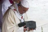 Vatican trưng bày xương Thánh Peter