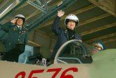 Thủ tướng đội mũ phi công, lên buồng lái Su-30MKII
