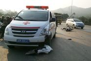Đấu đầu xe cứu thương, thanh niên đi xe máy bị thương nặng