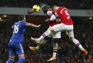 Chia điểm ở Emirates, Arsenal mất ngôi đầu