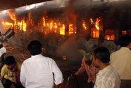 Lửa phừng phực nuốt tàu hỏa, 23 người chết