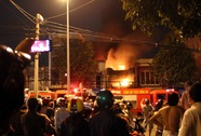 Lửa thiêu rụi tiệm bọc yên xe,ít nhất 5 người chết