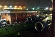 Cất cánh, máy bay cắt ngang tòa nhà
