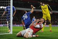 Nhút nhát, Arsenal vuột ngôi đầu