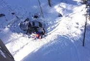 Rơi xuống vực không chết nhờ tuyết rơi quá dày