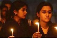 Ấn Độ: Bị lôi khỏi taxi cưỡng bức