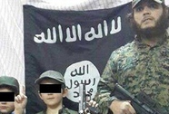 Ông ngoại cậu bé cầm thủ cấp lính Syria bị sốc
