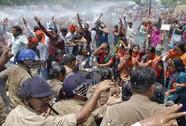 Ấn Độ: Cái chết kinh dị của cô gái bị hiếp dâm