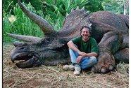 """Steven Spielberg bị """"ném đá"""" không thương tiếc vì... giết khủng long"""
