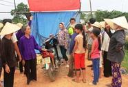 Người dân dựng lều bao vây trang trại heo gây ô nhiễm