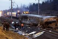 Hai tàu lửa tông nhau, 5 người chết