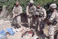 Lính Mỹ đi tiểu vào xác quân Taliban chết trẻ