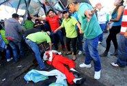 Sập cầu giữa lễ hội, 4 người thiệt mạng