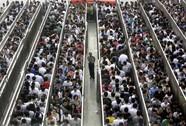 """""""Địa ngục"""" tàu điện ngầm Bắc Kinh"""