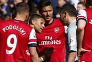 Trọng tài xin lỗi Arsenal sau khi đuổi nhầm người