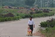"""Trung Quốc: Người già tự sát để """"tranh thủ"""" đất chôn!"""